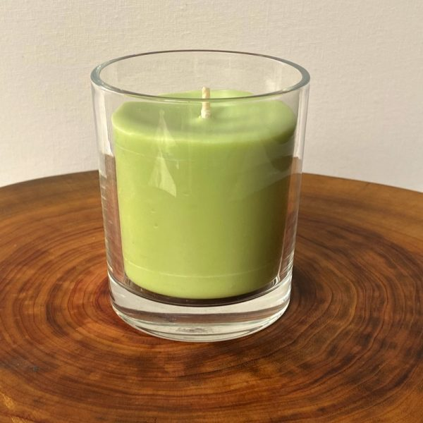 Lime, Lemongrass and Cedarwood pure soy Classic, with glass, burns brightly for a total of 35 hours with an invigorating, citrus-fresh appeal.