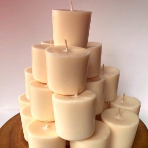 Twenty Vanilla Bean pure soy Classics burn brightly for a total of 700 hours, with a warm, rich aroma.