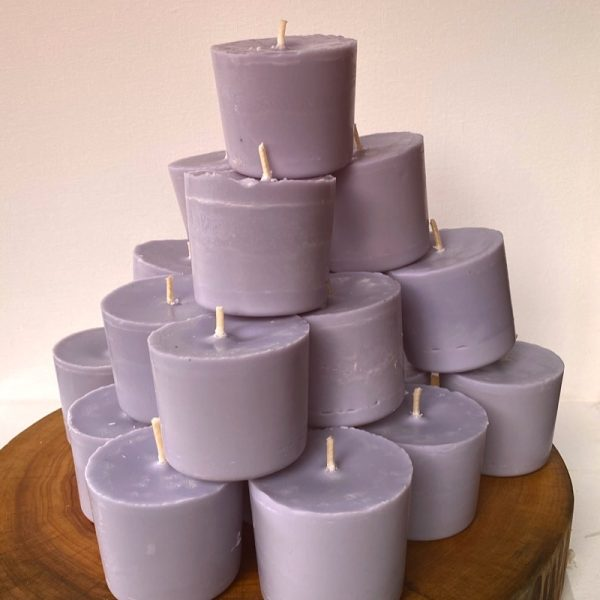 Twenty Lavender & Vanilla pure soy Classics burn brightly for a total of 700 hours with a lavish, calming aroma.