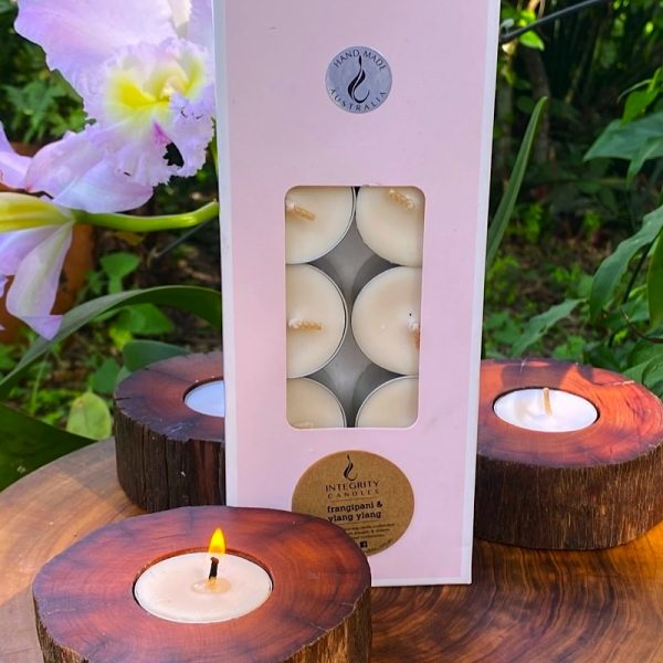 Frangipanni and Ylang-ylang scented tea-light cups burn brightly for eight hours each. Presented in a 10 pack windowed gift-box.