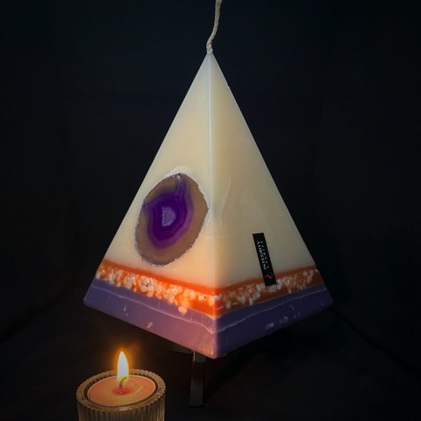 Cleopatra: the largest of our pyramid range, burning over 200hrs.