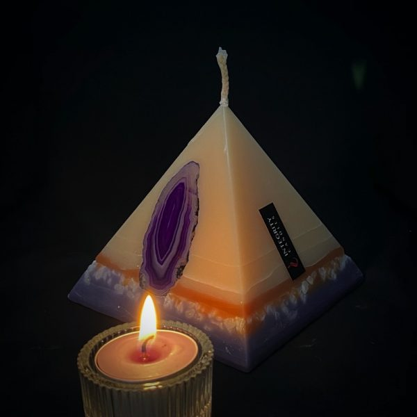 Tutankhamon: the smallest of our pyramid range burning for over 90 hours.