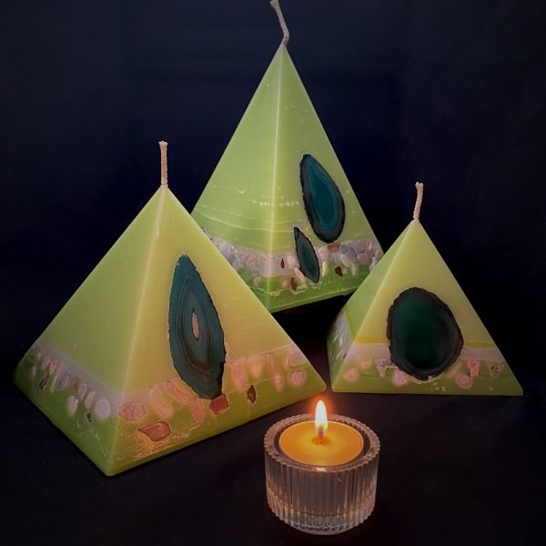 Our Lime, Lemongrass and Cedarwood nest of pyramids combined burn time is over 440 hours. As your pyramid candle burns, the flame illuminates the Agate, revealing the stone's unique variegated patterns, and leaves you with a gorgeous keepsakes. Fresh green in colour and infused with essential oils of lime, lemongrass and cedar-wood, these candle further feature a variegated coloured base embedded with agate crystal and river pebbles.