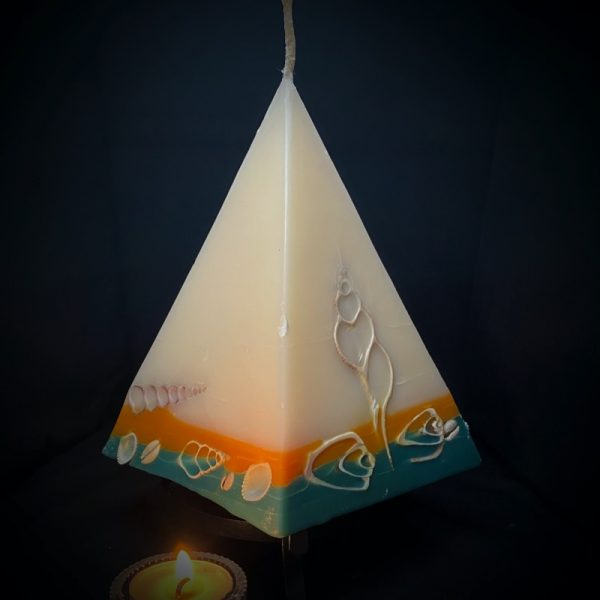Cleopatra: largest in our pyramid range burning over 190 hours. Take me to the beach please! Fresh, warm and tropically scented this range is infused with essential oils of lime and coconut. White in colour, these candles feature an sunburnt orange and teal banded base embedded with sea shells. As you near the end of your candle's burning, the trove of exotic shells is revealed - your lasting keepsake.