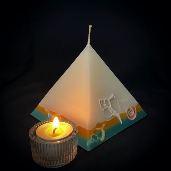 Tutankhanom: smallest in our pyramid range burning over 90 hours. Take me to the beach please! Fresh, warm and tropically scented this range is infused with essential oils of lime and coconut. White in colour, these candles feature an sunburnt orange and teal banded base embedded with sea shells. As you near the end of your candle's burning, the trove of exotic shells is revealed - your lasting keepsake.
