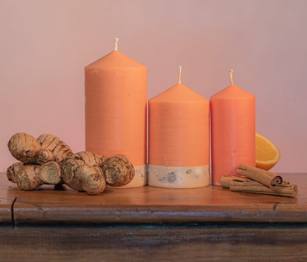 This exotic range is infused with essential oils of Sweet Orange, Ginger, Cinnamon and Vanilla. The attractive apricot coloured candle features a white base embedded with river pebbles.