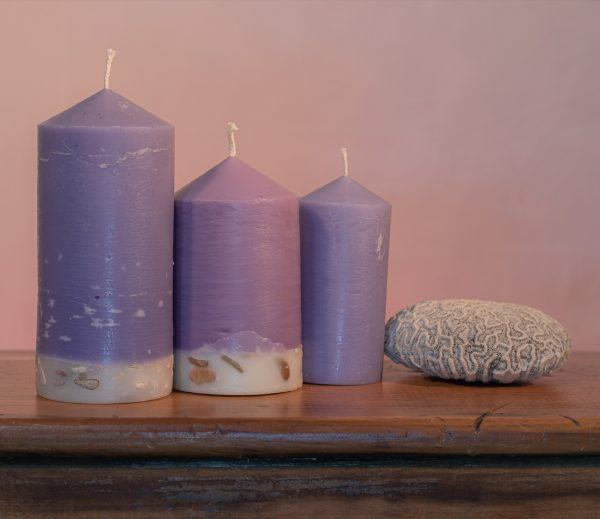 Deeply relaxing, this blend of essential oils includes Lavandula Angustifolia, Patchouli, Citrus, Marjoram, Jojoba, Geranium and Chamomile. A meditative shade of purple, the range features a white base embedded with river stone.