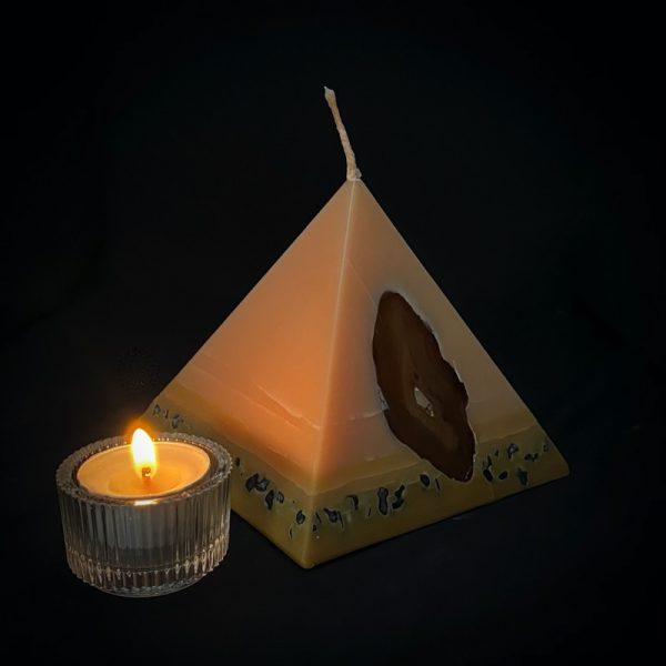 Tutankhamon: the smallest of our Vanilla pyramid range burns for over 90hours.