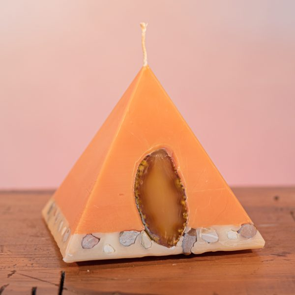 As your pyramid candle burns, the flame illuminates the Agate, revealing the stone's unique variegated patterns and leaves you with a gorgeous keepsake. Infused with essential oils of sweet orange, ginger, cinnamon and vanilla, the appetising apricot coloured candle features a white base embedded with river pebbles.