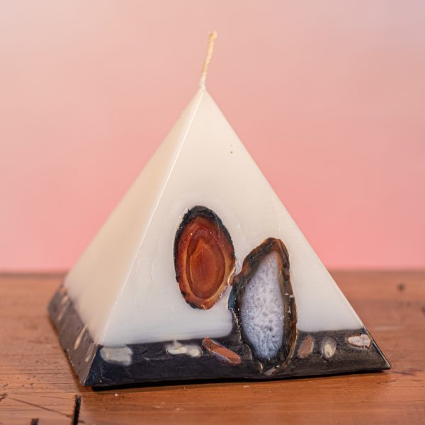 As your pyramid candle burns, the flame illuminates the Agate, revealing the stone's unique variegated patterns, and leaves you with a gorgeous keepsake. Exotic blends of frankincense, sandalwood and ylang ylang endow this range with a subtle sophistication. This is an elegant white candle with a black base embedded with white and pink river pebbles.