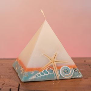 This tropically scented candle range is infused with essential oils of lime and coconut. White in colour, these candles feature an orange and blue banded base embedded with sea shells. As you near the end of your candle's one hundred hours burning, the trove of exotic shells is revealed - your lasting keepsake.